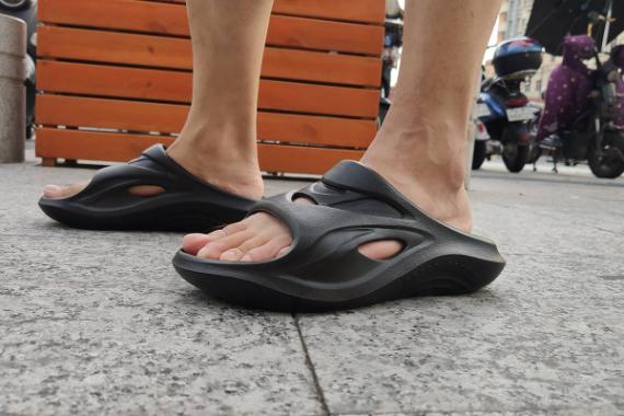 咕咚运动舒缓拖鞋:我很贵,你忍一忍