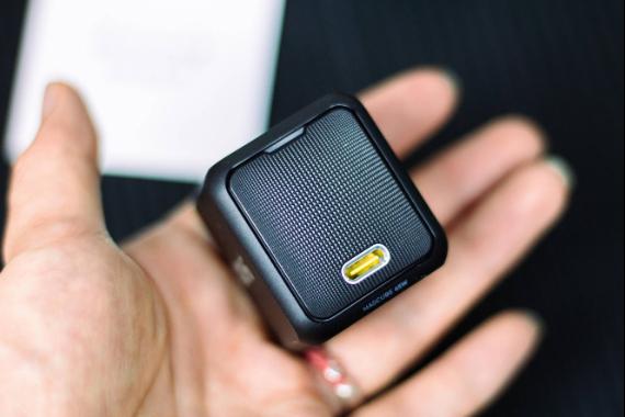 小体积,大功率,AOHi MAGCUBE 65W PD微型快充充电器