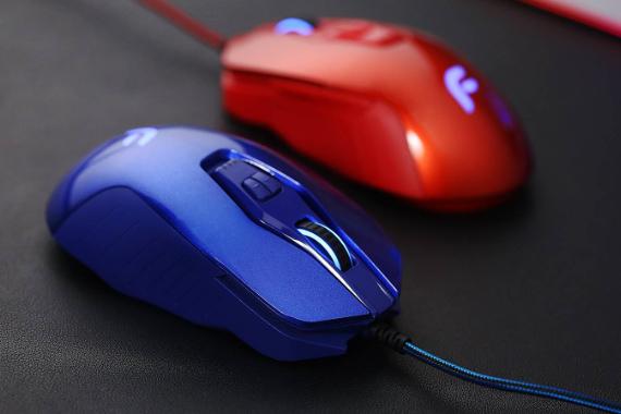 红蓝CP,游戏鼠标变跑车,会飙车的迪摩F18